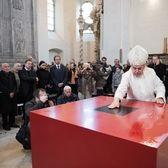 """Byli jsme při tom...""""Nový liturgický prostor v klášterním kostele Nejsvětější Trojice"""""""
