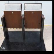 2 místa sálového sezení