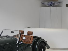 Morgan Motor Prague - recepce