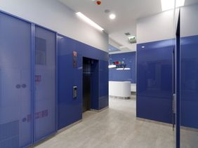 3nity office Bratislava - recepce, obklady Corian