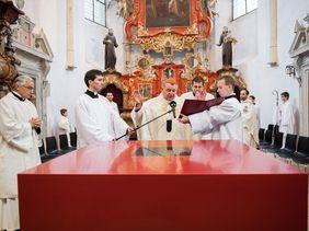 Klášterní kostel Slaný - oltář
