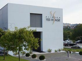 Yes Visage klinika Praha - obklady, logo, fasáda