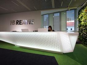 HB Reavis Praha - prosvětlená recepce