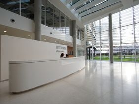 Enterprise Office Centre Praha - recepce LG HI-MACS