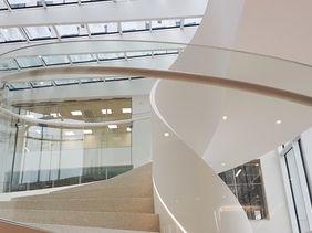 Schodiště pro Deloitte v objektu CHURCHILL OFFICE