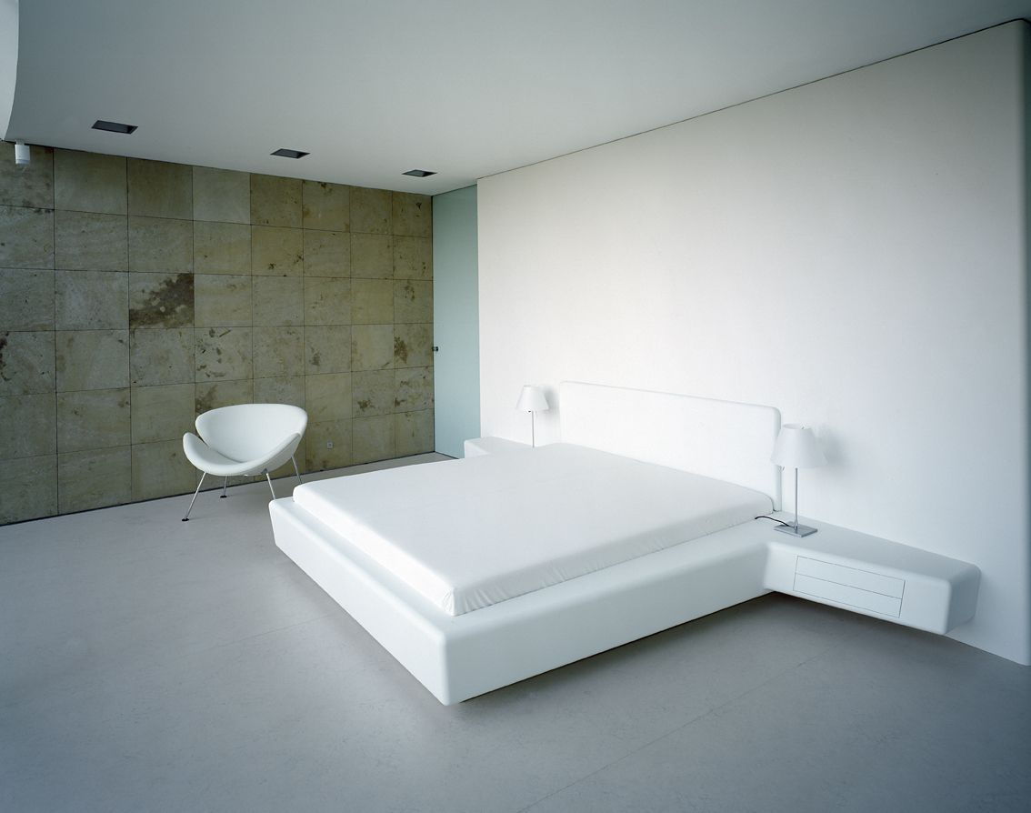 Whiteline bed